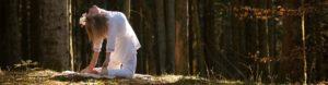 Kundalini yoga udført af Pernille Dybro
